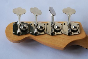 Bass_guitar_headstock
